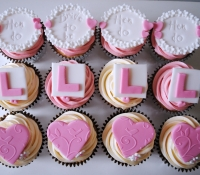 Pink hen party cupcakes