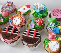 Alice in wonderland mad hatter cupcakes