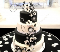 4-tiered-black-white-wedding-cake