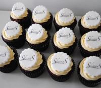Skeena S Logo cupcakes