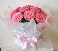 pink-flower-cupcake-bouquet