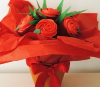 red-roses-cupcake-bouquet