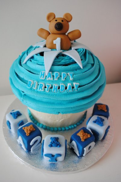 Cupcake Design For Birthday Boy : Giant Cupcakes London Miss Cupcakes