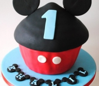 mickey-mouse-giant-cupcake